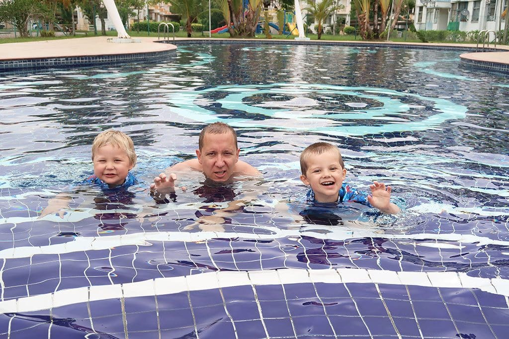 trion i pool1